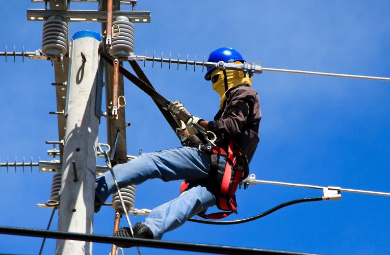 Find Out What Is The Electrician Job Description